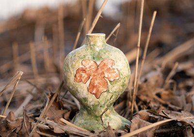 Urn met een eikenblad, voorkant