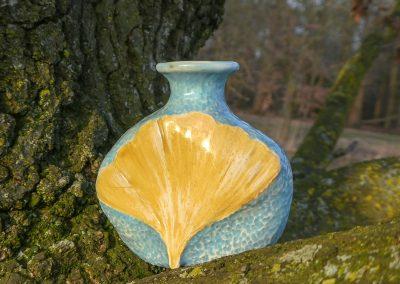 Urn van keramiek met Gingko Biloba blad